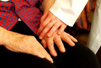 Mains soignant et soigné